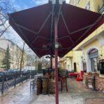 freistehende Terrassenüberdachung als Sonnenschutz