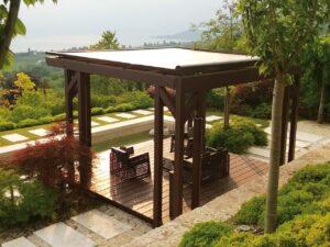 Terrassenüberdachung freistehend mit Sonnenschutz